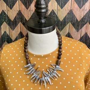 Jewelry - Neutral toned statement necklace